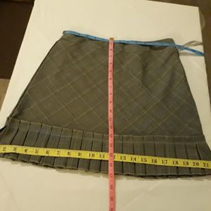 JohnPaulRichard Skirts - PRICED TO SELL Petite JR Skirt Size 4 NO OFFERS